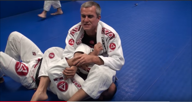 2019-09-15-Armbar-from-mount11 - inici de armbar