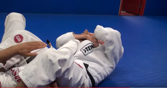 2019-09-15-Armbar-from-mount19 - posició final